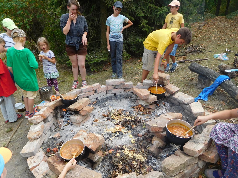 Výroba kotlíkového guláše