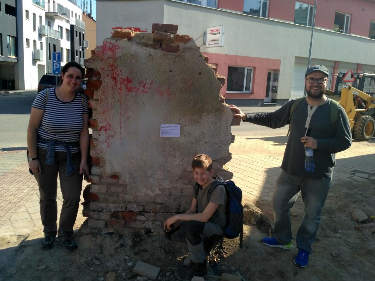 Stanoviště 10 a jeden stínadelský dům, který už se nepodařilo zachránit
